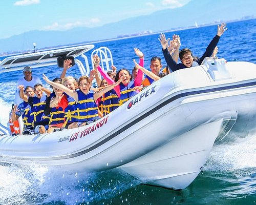 Select our SEA Departure and get to Los Veranos by boat!
