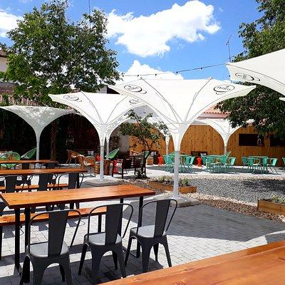 Jardim / Esplanada (acesso: Rua Emídio Navarro) ⚫ Garden / Terrace (access: Emídio Navarro Stree