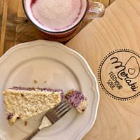 Raw vegan blueberry cheesecake & beetroot latte :)