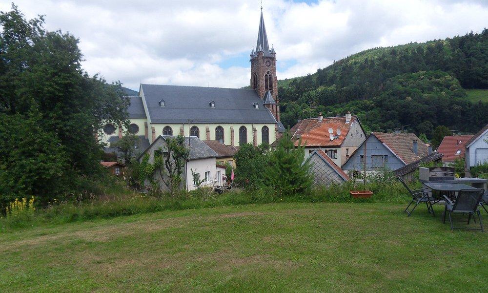 superbe église au centre du village
