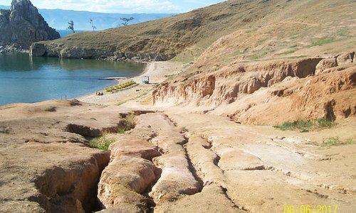 Остов Ольхон, окрестности посёлка Хужир.Природный спуск с мыса Бурхан к Малому морю