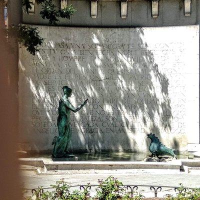 Curioso el Monumento a D'Ors