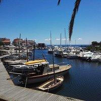 Il porto canale su cui affaccia il 65 Nodi