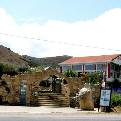 Unsere Galerie in Trachilos, 400m nach dem Faehrhafen Kissamos auf der linken Seite (Ri Platanos
