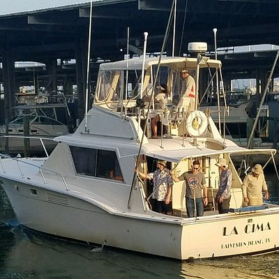 La Cima, 38ft Hatteras, roomy shaded fishing deck