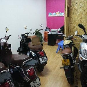 Our shop in Rua da Torrinha in Centro Comercial Torrinha 230, visit us and ride in Porto, Portug