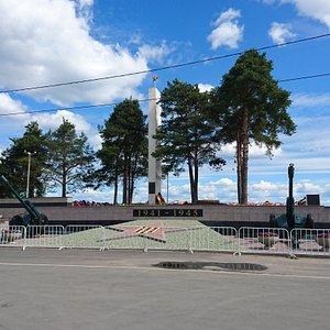 Мемориал и братское кладбище
