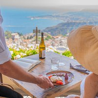 Personalized meals, Etna in front an added gift