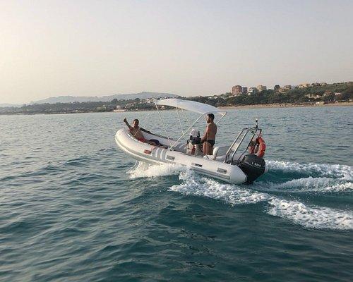 Noleggio gommoni ed imbarcazioni :  - tutta la giornata  - mezza giornata  - Escursione organizz