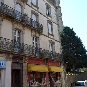 Vannes, La Yamouna, second hand bookshop, outside view