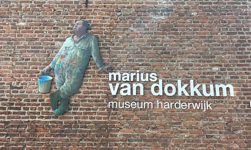 Gevel van Museum Marius van Dokkem.