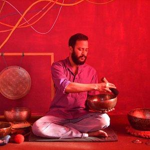 soundhealing nepal anup panthi playing tibetan singing bowls
