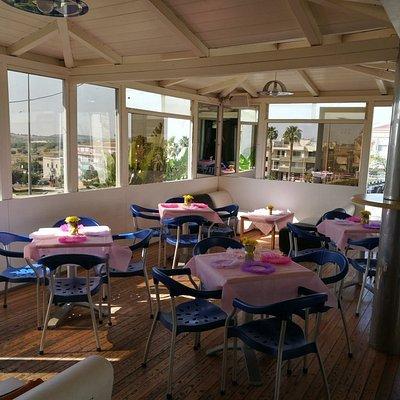 Aperto dalle 08.00 alle 02.00,chiusura settimanale il mercoledì,colazione,caffè,aperitivi e otti