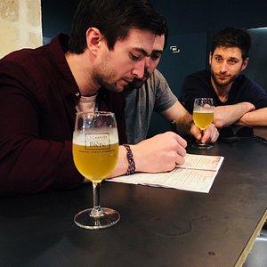 Dégustation d'une bière dans l'un des 3 bars à bières