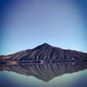 Preciosas vistas del embalse de Mequinenza, un pueblo pequeño donde descansar y desconectar es p
