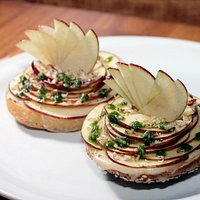 Bagel with Apple