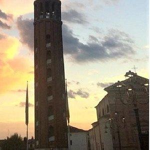 Torre campanaria con salita elicoidale senza scalini, a rampa. Splendida visuale circostante