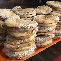 Alfajores crispy cakes with honey