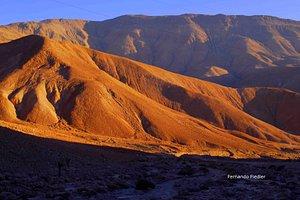 Un hermoso atardecer en el desierto de Atacama el mas seco del mundo