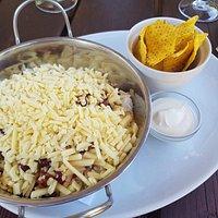 Chilli con carne with cheese, sour cream & tortillas