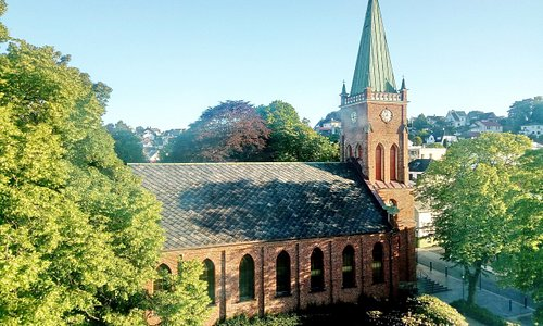 Aussicht von Zimmer 511 auf die Kirche gegenüber