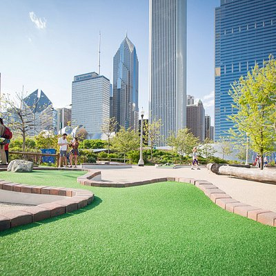 Another view of the Chicago skyline from Hole #15