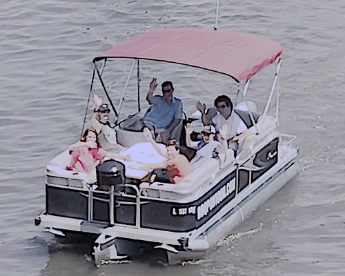 Cruise the Chicago River on a boat you self-captain. Cruise with friends and family, not strange