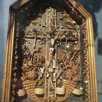 Cristo y su corona de espinas. Trabajo de un convento en Normandia.