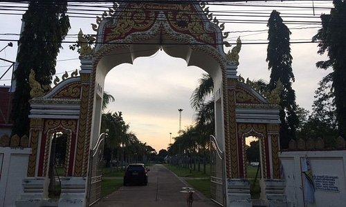 Gateway to Wat Thepsurin