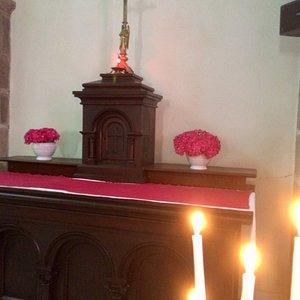 Bannières et ex-voto à l'intérieur de l'église Saint Guenole de l'île de Sein