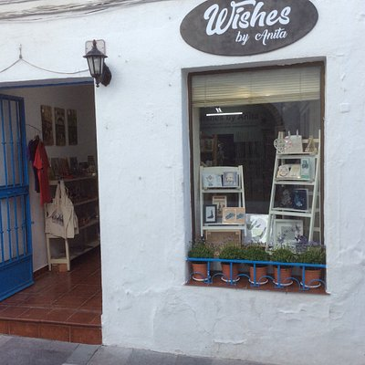 Excellent shop, hand crafted greeting cards made to order, screen prints, gifts, wedding station