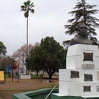 Busto del Gral Urquiza, Fundador de San José y Colón