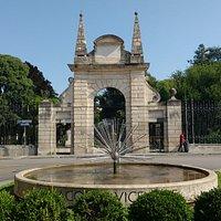 Arco do portão de entrada construído em 1645.