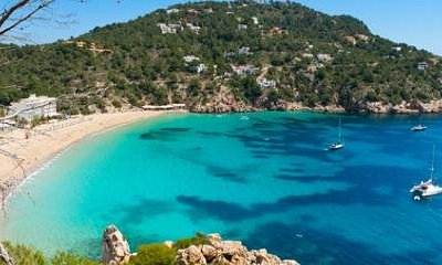 Días de descanso en maravillosas calas flotando en un Mediterráneo tranquilo .