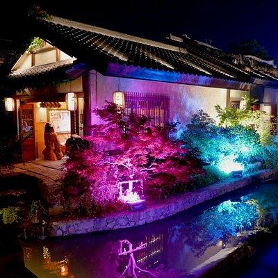 Nianhua Bay at night