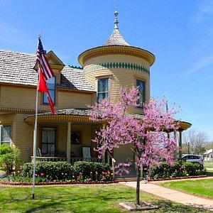 Moore-Lindsay House