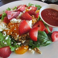 Mangiano Pizza - Strawberry Mandarin Salad