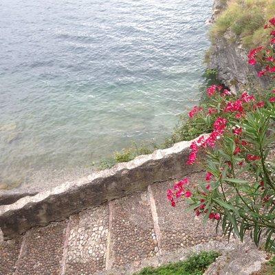 scala che porta alla spiaggia