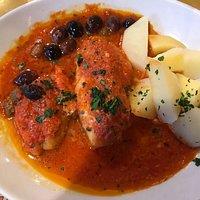 Scorfano al pomodoro, con olive e patate.