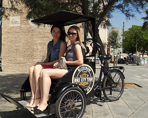 DISCOVER BARCELONA DIFFERENTLY IN OUR DRICKS OF RICKSHAW 100% ELECTRICAL