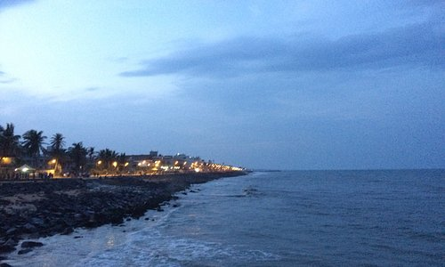 View of the sea - pondicherry seaside promenade. clicked on a sunday evening of the  beach.