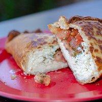 riquísima empanada queso cabra tomate oregano albaca!