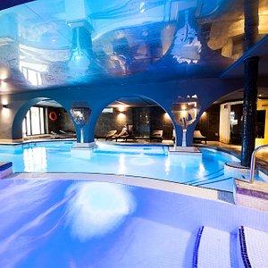 Indoor heated pool, Jacuzzi, sauna