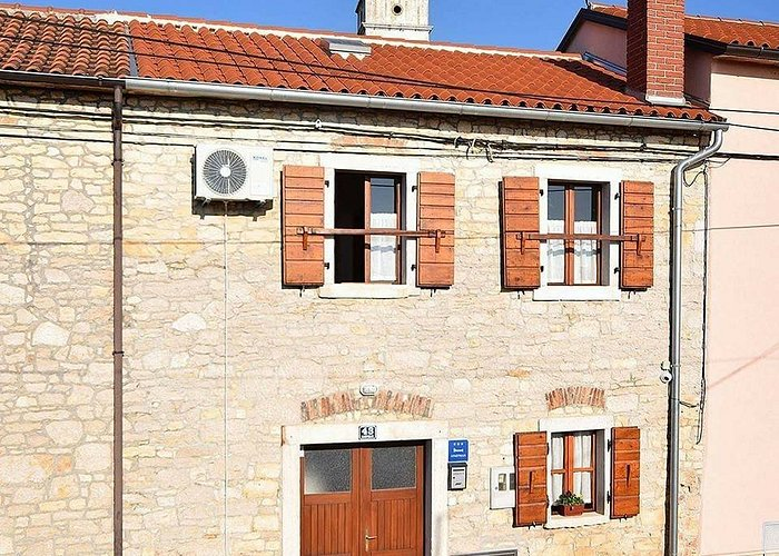 This is a lovely istrian stone house situated in the center of Kaštelir