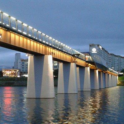 Ayanggyo Bridge vu depuis la berge (I)