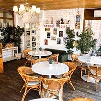 веранда кафе - светлая, красочная, стильная - ждет вас!!!