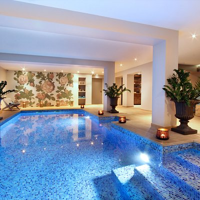 Entre deux soins reposez vous dans l'espace détente et profitez de la piscine chauffée