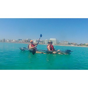 Excusión Crystal clear kayak. You can have a good experience of see bed with the kayak.