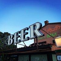 Situato sull SP24 ,Ampio Parcheggio , Forno a Legna,pizzeria ,ristorante,Pub,BBQ, Punto BIRRA FO
