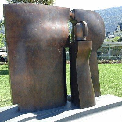 ansicht der skulptur von vorne....